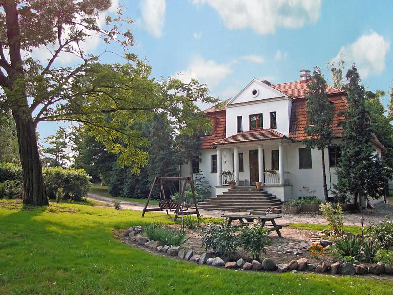 Dwr oficyna 1417201,Vivienda de vacaciones  con piscina privada en Jeziory Wielkie, Large Poland, Polonia para 13 personas...