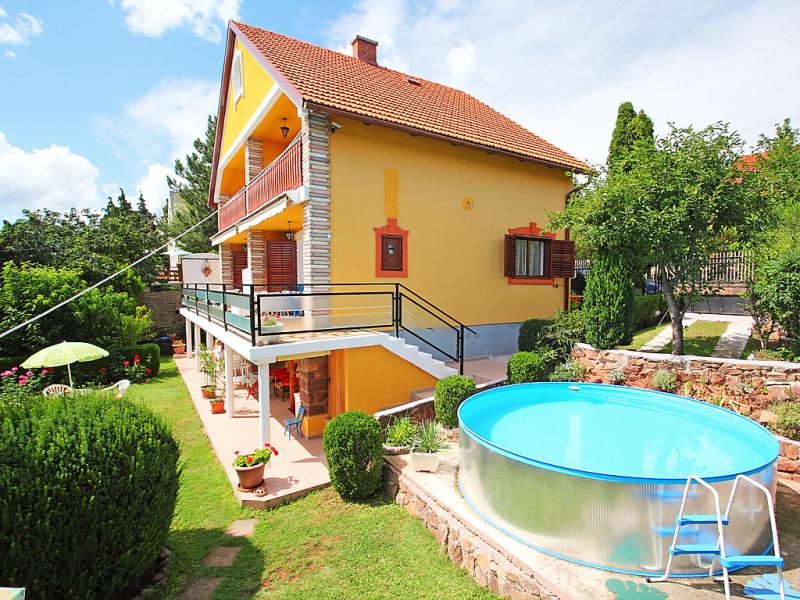 1417426,Vivienda de vacaciones  con piscina privada en Balatonalmadi-Lovas, Balaton Felvidek, Hungría para 5 personas...