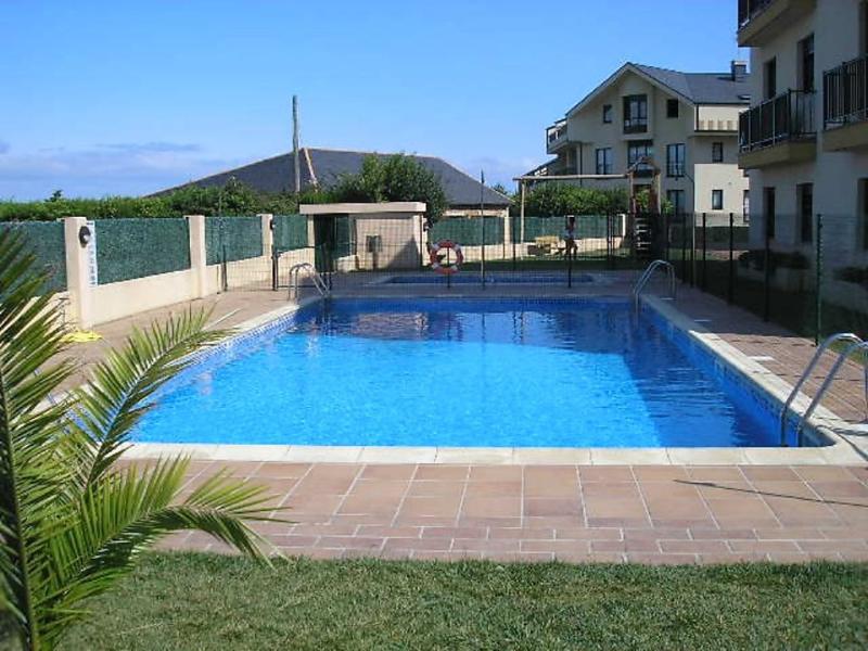 Edificioo abelaira bajo j 1418848,Apartamento en S Cosme Barreiros-Rías Altas, Galicia, España  con piscina privada para 4 personas...