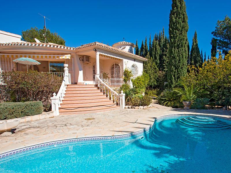 Lestornell 1419804,Vivienda de vacaciones en Altea, en la Costa Blanca, España  con piscina privada para 4 personas...