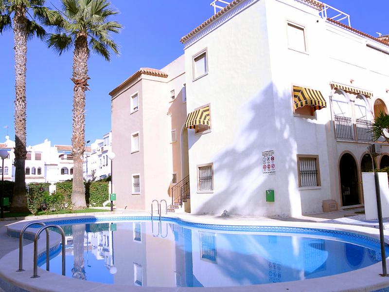 El paraiso 1427640,Apartamento en Torrevieja, en la Costa Blanca, España  con piscina privada para 4 personas...