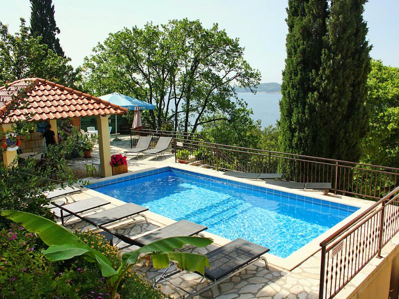 1430217,Apartamento  con piscina privada en Orašac, South Dalmatia, Croacia para 3 personas...