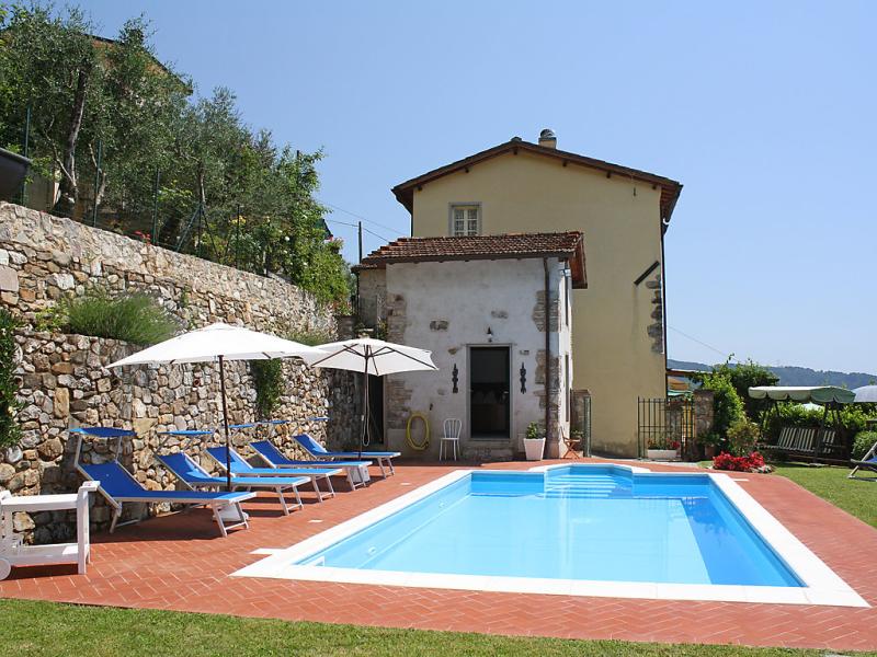 Casa di nena 1433386,Villa en Camaiore, en Toscana, Italia  con piscina privada para 7 personas...