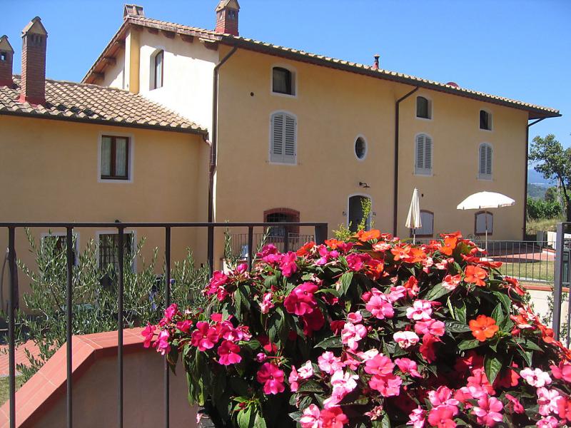 Alba 1434582,Apartamento en Montecatini Terme, en Toscana, Italia  con piscina privada para 8 personas...