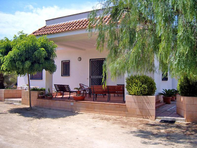 Calabrese 1435083,Vivienda de vacaciones en Porto Cesareo, Apulia, Italia  con piscina privada para 6 personas...