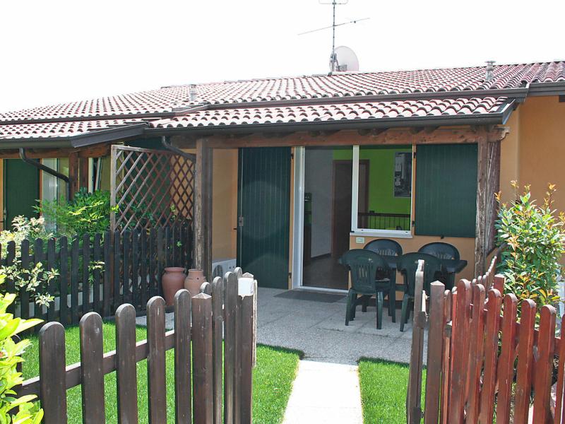 Oliveto 1436248,Vivienda de vacaciones  con piscina privada en Peschiera del Garda, Veneto, Italia para 5 personas...