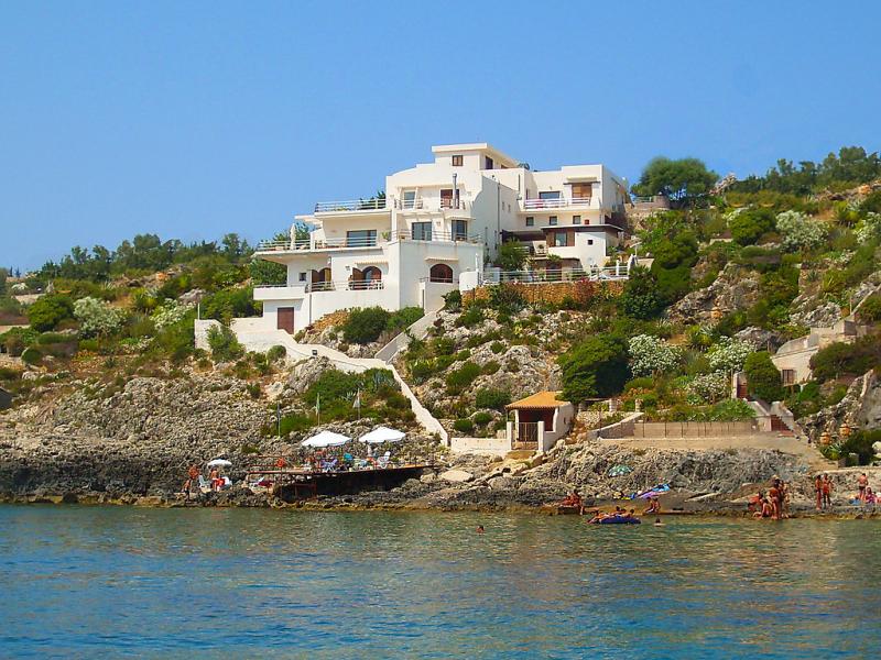 La rosa 1439287,Apartamento  con piscina privada en Siracusa, Sicily, Italia para 4 personas...