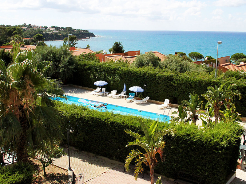 Il patio 1442215,Apartamento en Cefalù, Sicilia, Italia  con piscina privada para 4 personas...