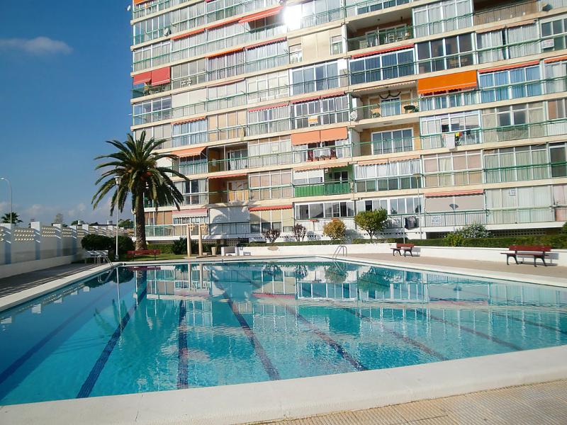 Edificio comodoro bajo e 1446274,Apartamento en Alicante, en la Costa Blanca, España  con piscina privada para 3 personas...