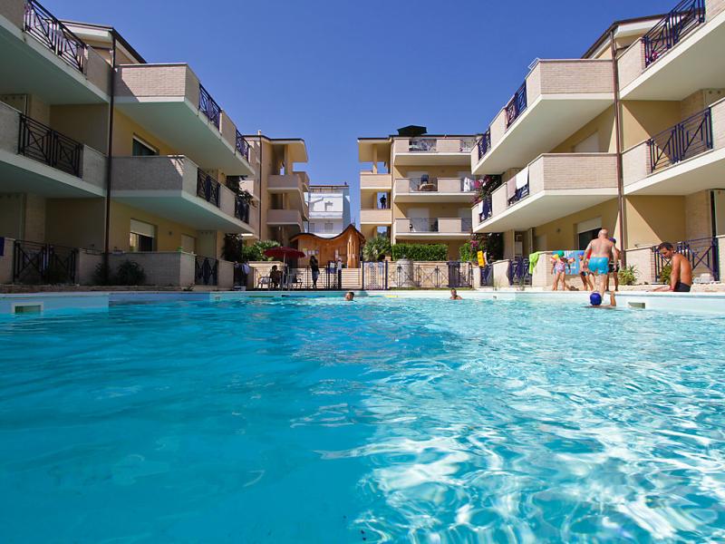 Green bay 1446632,Apartamento  con piscina privada en Silvi Marina, Abruzzo, Italia para 4 personas...