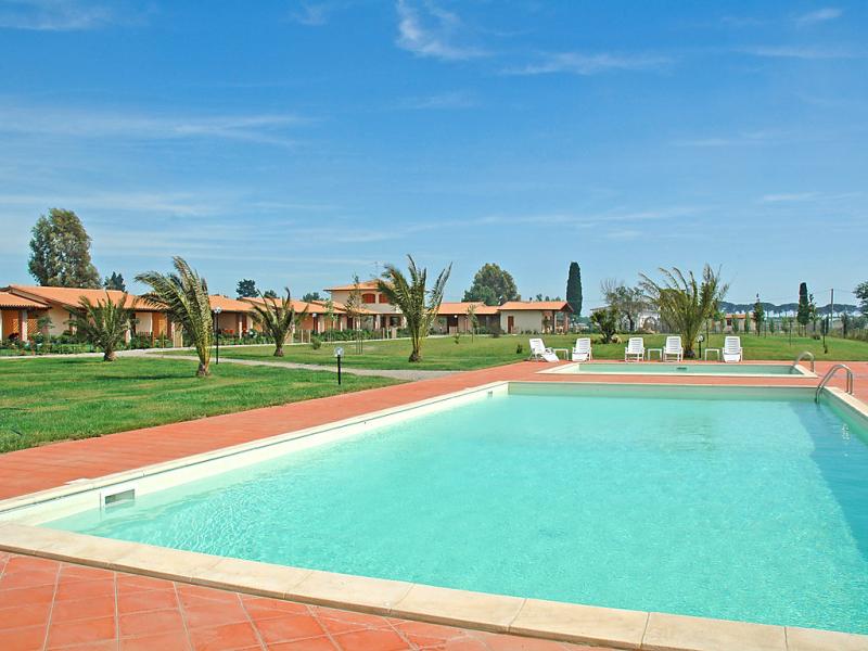 B19 1446948,Apartamento  con piscina privada en Castiglione della Pescaia, en Toscana, Italia para 4 personas...