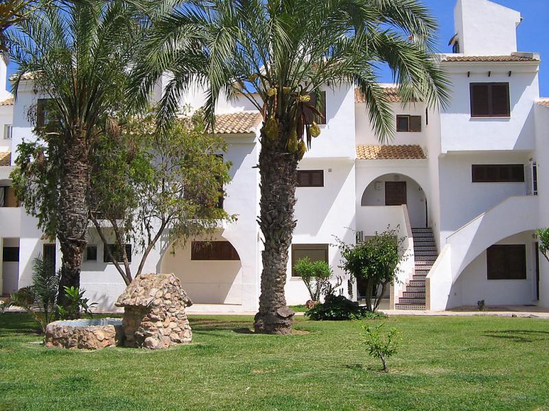 Calas blancas 1447889,Apartamento  con piscina privada en Torrevieja, en la Costa Blanca, España para 3 personas...