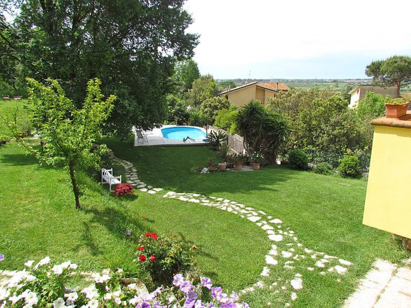 Olivo 1448136,Villa  con piscina privada en Massarosa, en Toscana, Italia para 8 personas...