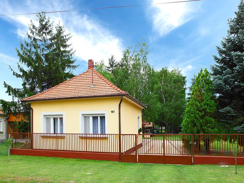 1451520,Vivienda de vacaciones en Balatonmáriafürdö, Balaton, Hungría para 4 personas...