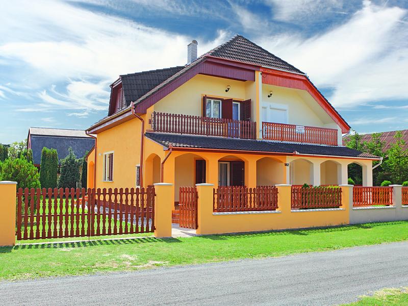 1451636,Vivienda de vacaciones en Balatonmáriafürdö, Balaton, Hungría para 5 personas...