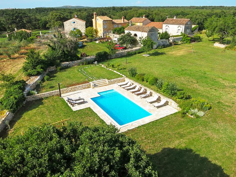 1453279,Vivienda de vacaciones  con piscina privada en Barbariga, Istria, Croacia para 16 personas...