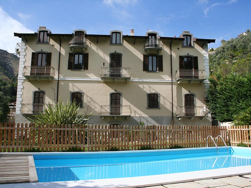 Flaviano 1453685,Apartamento en Ventimiglia, Liguria, Italia  con piscina privada para 4 personas...