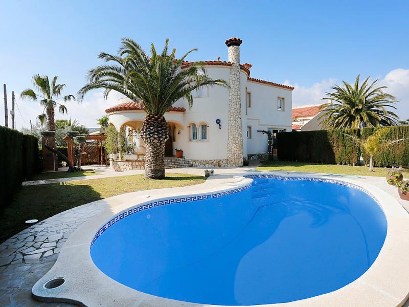 Casa 1454689,Villa en l'Ampolla, Tarragona, España  con piscina privada para 8 personas...