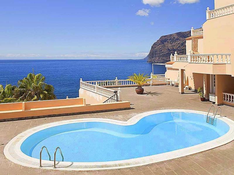 Buenavista 1455903,Apartamento en Los Gigantes, Tenerife, España  con piscina privada para 3 personas...