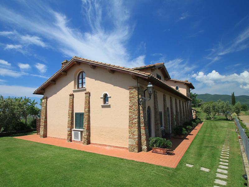 1457846,Apartamento en Castiglione della Pescaia, en Toscana, Italia  con piscina privada para 5 personas...