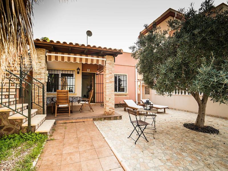 Residencial villa madrid 1458008,Vivienda de vacaciones  con piscina privada en Torrevieja, en la Costa Blanca, España para 6 personas...