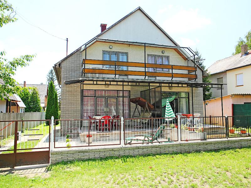 1458040,Vivienda de vacaciones en Fonyód, Balaton, Hungría para 5 personas...