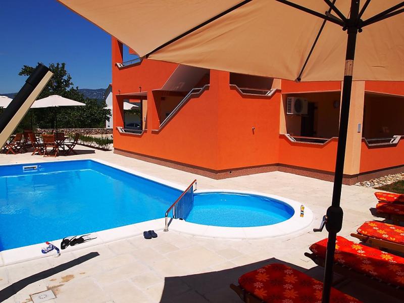1458268,Apartamento en Šilo (Eiland Krk), Kvarner Islands, Croacia  con piscina privada para 4 personas...