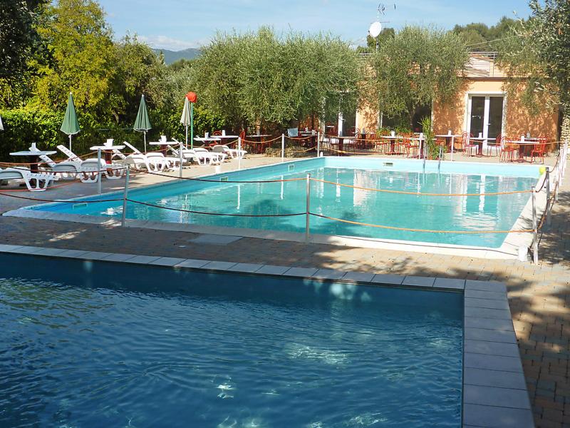 Borgoverde 1459108,Apartamento en Imperia, Liguria, Italia  con piscina privada para 4 personas...