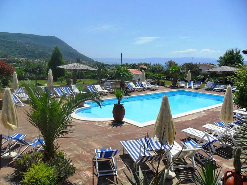 Heaven 1460018,Apartamento en Capo Vaticano, Calabria, Italia  con piscina privada para 4 personas...