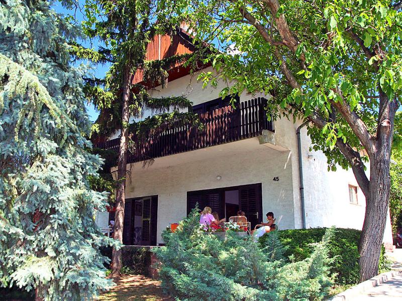 1462094,Vivienda de vacaciones en Balatonalmadi-Balatonfuzfo, Balaton Felvidek, Hungría para 7 personas...