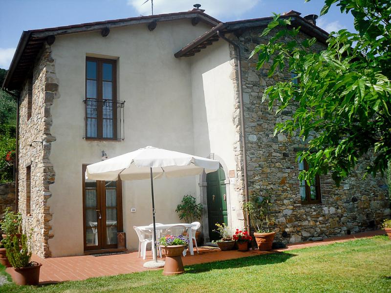 Luana 1462103,Villa  con piscina privada en Lucca, en Toscana, Italia para 4 personas...