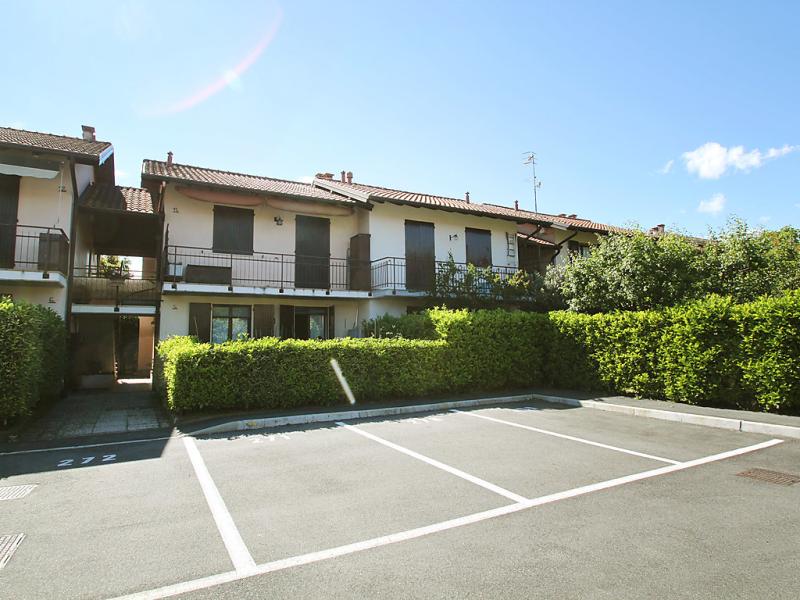 Blue lagoon 1463066,Apartamento  con piscina privada en Monvalle, Lombardia, Italia para 4 personas...
