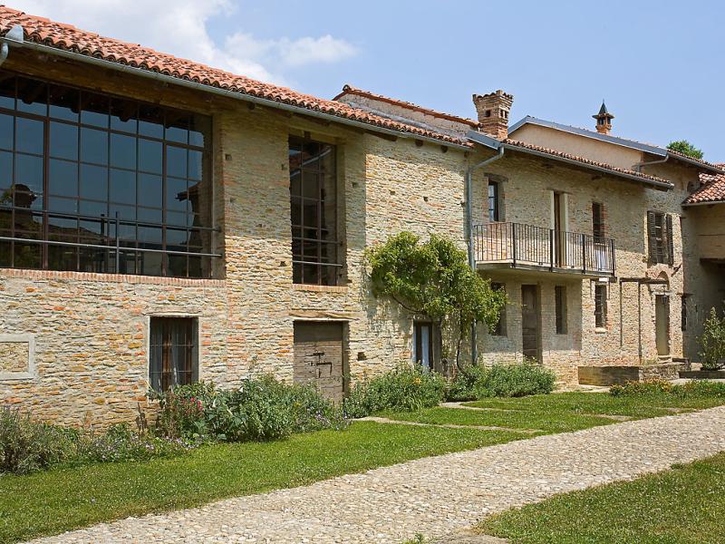 Antico borgo del riondino 1463314,Castillo  con piscina privada en Alba, Piedmont, Italia para 10 personas...