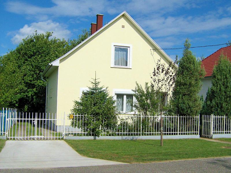 1464616,Villa en Balatonfoldvar-Balatonszarszo, Balaton Somogy, Hungría para 4 personas...