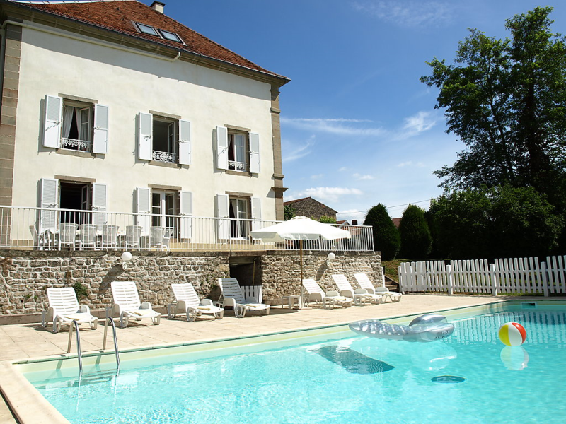Domaine de st julien 1468108,Vivienda de vacaciones  con piscina privada en Saint-Julien, Lorraine, Francia para 16 personas...