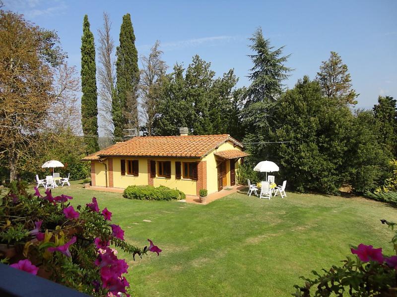 Campitello 1470892,Vivienda de vacaciones  con piscina privada en Bucine, en Toscana, Italia para 4 personas...