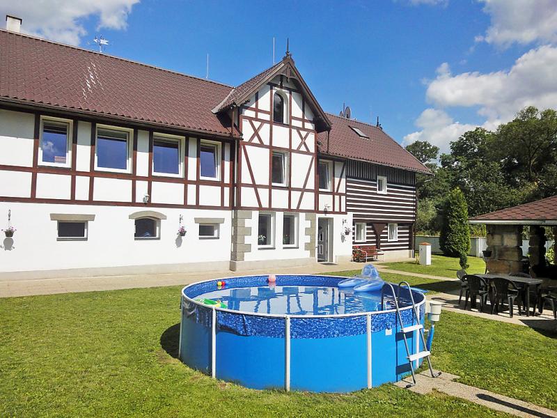 Sezimky 1471189,Vivienda de vacaciones  con piscina privada en Sezimky, Liberecký kraj, Chequia para 12 personas...