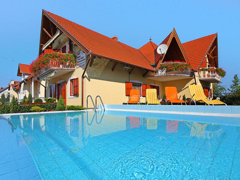 1471191,Apartamento  con piscina privada en Balatonmáriafürdö, Balaton, Hungría para 3 personas...