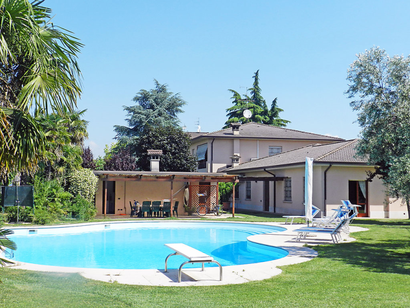 Alessandra 1471262,Apartamento en Lonato del Garda, Lake Garda, Italia  con piscina privada para 6 personas...