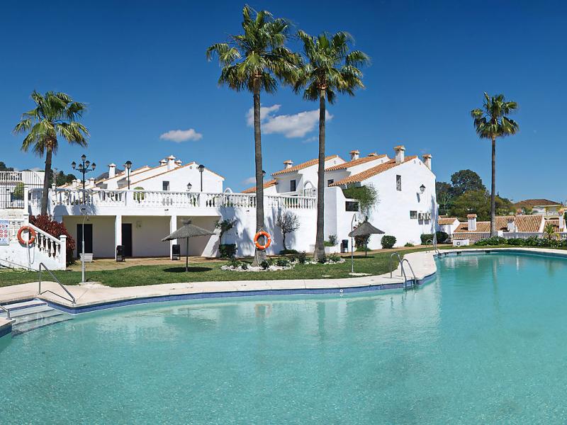 Arcos de la perla 1479118,Vivienda de vacaciones en Benalmádena Costa, Andalucía, España  con piscina privada para 4 personas...