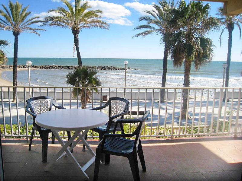Voramar 1479407,Apartamento en Vilanova i la Geltrú, Costa del Garraf, España para 4 personas...