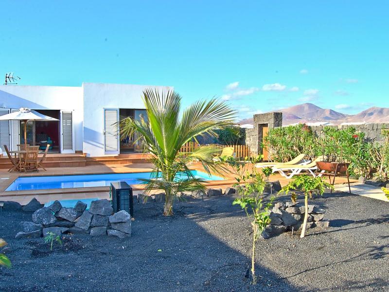 Villa mango i 1482913,Vivienda de vacaciones en Playa Blanca, Lanzarote, España  con piscina privada para 6 personas...