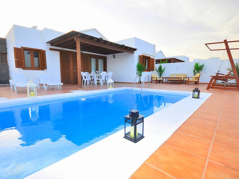 Villa princesa 1484459,Vivienda de vacaciones en Playa Blanca, Lanzarote, España  con piscina privada para 6 personas...