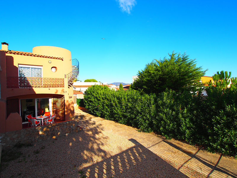Montgri 269 b 01 1484710, Holiday house in Empuriabrava, on the Costa Brava, Spain for 4 persons...