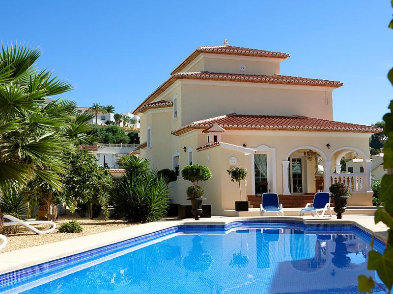 Villa jari 1484853,Vivienda de vacaciones  con piscina privada en Calpe, en la Costa Blanca, España para 8 personas...