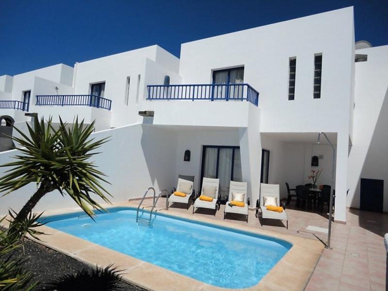Villas puerto rubicon 1484916,Vivienda de vacaciones  con piscina privada en Playa Blanca, Lanzarote, España para 4 personas...