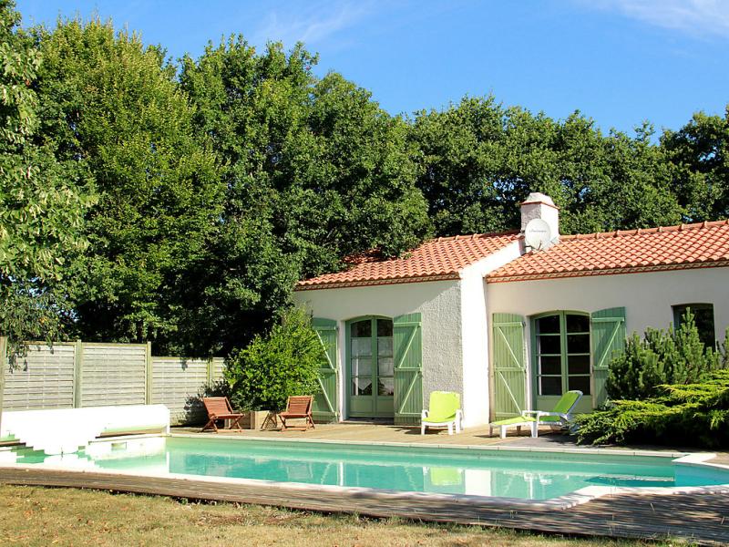 Lauvire 1486822,Vivienda de vacaciones en Pornic, Loire Country, Francia  con piscina privada para 9 personas...