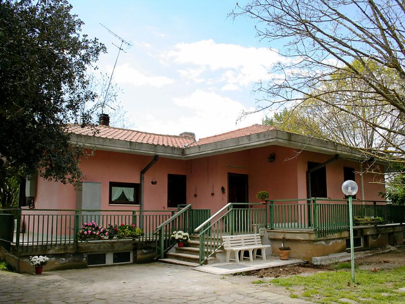 Sabrina 1487987,Vivienda de vacaciones  con piscina privada en Manziana-Canale Monterano, Lazio, Italia para 8 personas...
