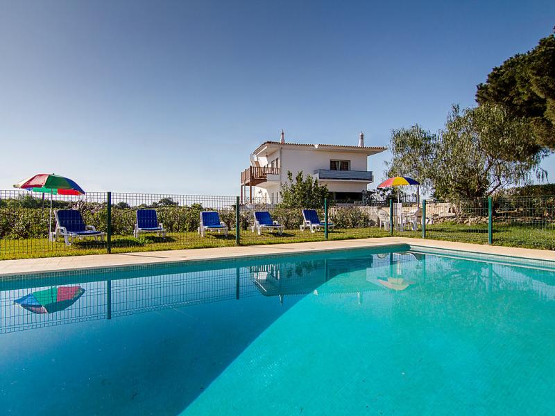 1488002,Vivienda de vacaciones  con piscina privada en Albufeira, en la Algarve, Portugal para 14 personas...