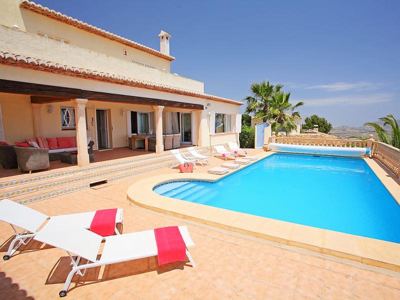 Karibuni 1488235,Vivienda de vacaciones en Moraira, en la Costa Blanca, España  con piscina privada para 8 personas...